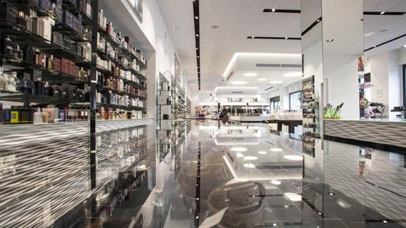 Arredi per negozi di parrucchiere estetica e profumeria for Arredamento profumeria
